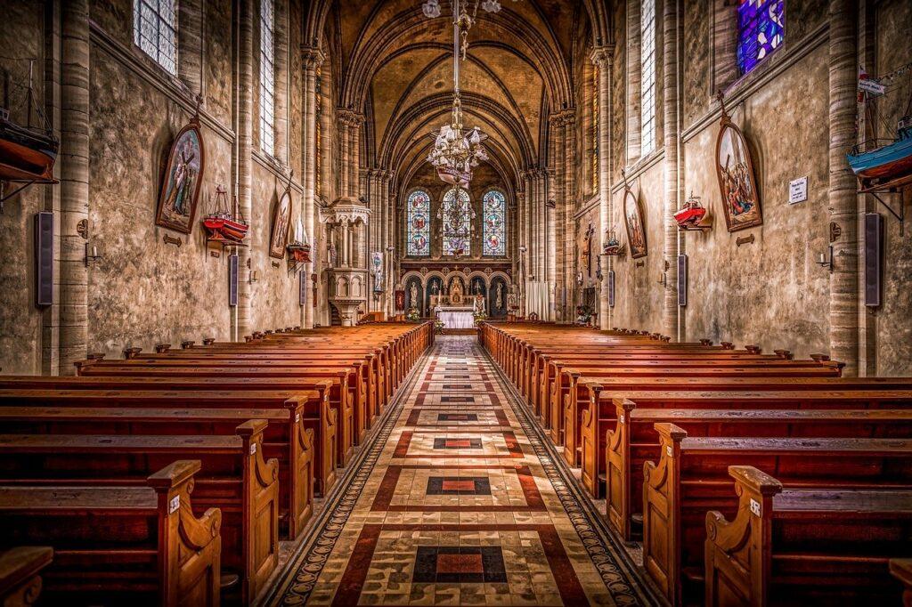chiesa vuota durante fase 2 coronavirus