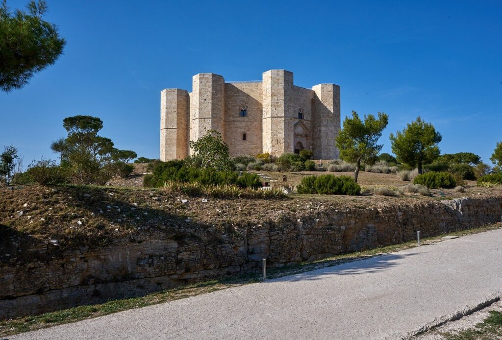 Castel del Monte tra i musei che riaprono nella fase 2 in puglia